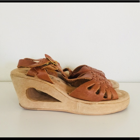 40a0176c04a30 Vintage 70s Leather Huarache Platform Sandals 6.5